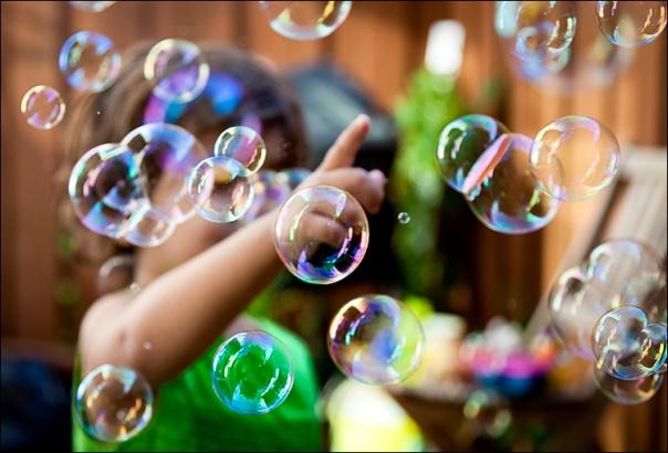 lilia_bubbles_backyard_01